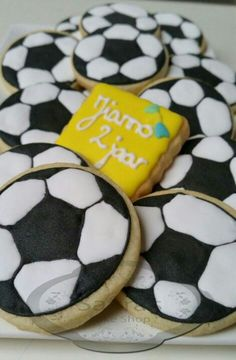 Voetbal koekjes. Soccer cookies black and white. Decorated cookies royal icing
