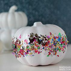 DIY glittery confetti mini pumpkins for Halloween decor. Foam Pumpkins, Mini Pumpkins, Painted Pumpkins, Halloween Pumpkins, Halloween Crafts, Happy Halloween, Pumpkin Art, Pumpkin Crafts, Pumpkin Carving