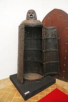 Železná panna:Tento krvilačný nástroj používala podľa povesti grófka Bátorička.