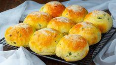 Objevte chutný recept na bochánky plněné zelím! Zmizí v mžiku oka!| Chutný TV - YouTube Relleno, Hamburger, Bread, Voici, Youtube, Pies, Stuffed Bread, Yummy Recipes, Dinner Rolls
