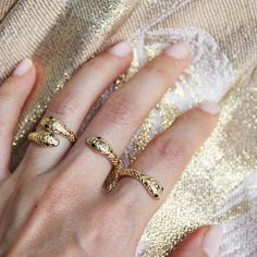 - Gold Plate - Adjustable - Sizes 3.5-6 - Small Finger or Knuckle Ring Show off your edgy and sultry side with our Cleopatra Snake Ring. This is a sexy jewelry design that will definitely capture peop