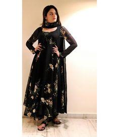 Simple Kurti Designs, Stylish Dress Designs, Stylish Dresses, Simple Dresses, Casual Indian Fashion, Indian Fashion Dresses, Indian Designer Outfits, Indian Gowns, Indian Attire