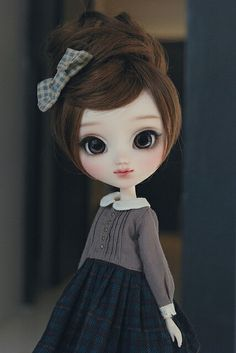 Wow. She is particularly adorable! Love this Pullip doll. |||| She reminds me of... me?!