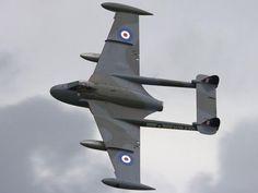 The de Havilland Sea Venom FAW Mk 20 gave the RAF an interim radar equipped all… Military Jets, Military Aircraft, Fighter Aircraft, Fighter Jets, De Havilland Vampire, Zeppelin, Navy Aircraft, Engin, Vintage Airplanes