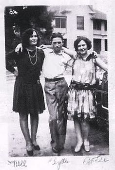 Clyde Barrow and his sisters, Nell (left) and Artie