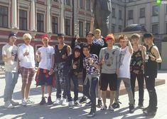 EXO in Russia ayeeeee Tao Exo, Chanyeol Baekhyun, Exo K, Exo Chanbaek, Exo Ot12, Exo Group, Exo Album, Exo Official, Exo Lockscreen