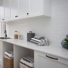 5131 Calacatta Nuvo™ by Caesarstone Laundry Room Design, Laundry Rooms, Calacatta Nuvo, Polished Concrete, Custom Cabinetry, The Hamptons, Bathrooms, New Homes, House Ideas