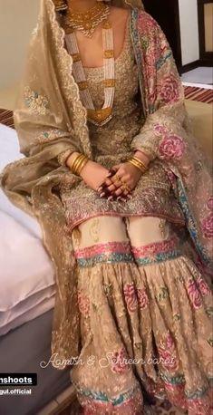 Pakistani Fashion Party Wear, Pakistani Bridal Dresses, Pakistani Dress Design, Beautiful Pakistani Dresses, Pakistani Dresses Casual, Casual Dresses, Walima Dress, Shadi Dresses, Gharara Designs