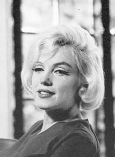 Marilyn Monroe in her Brentwood home July Taken by Alan Grant Marilyn Monroe 1962, Marilyn Monroe Photos, Vintage Hollywood, Classic Hollywood, Norma Jeane, Life Magazine, Misfits, American Actress, Photo Sessions