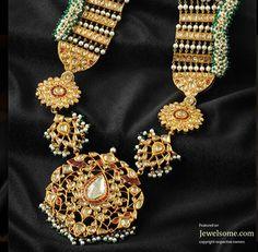 Mughal style bridal jewellery by Shrihari Diagems jewellers