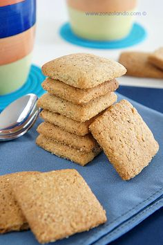 Biscotti rustici al grano saraceno - Buckwheat cookies Buckwheat Recipes, Vegan Recipes, Biscotti Recipe, Italian Desserts, Brownie Cookies, Cannoli, Mushroom Recipes, Sweet Recipes, Cookie Recipes