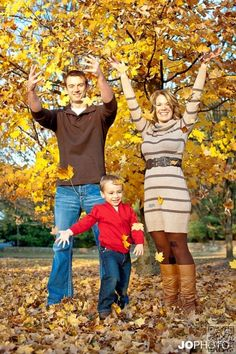 18. Leaf Toss - 27 Fall Family #Photo Ideas You've Just Got to See ... → #Inspiration #Family