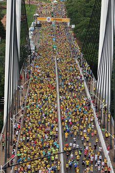 Corrida de Reis em Cuiabá - Largada na Ponte Sérgio Motta sobre o Rio Cuiabá, tradicional cartão-postal da Baixada Cuiabana