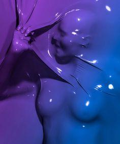 Le photographe français Julien Palast signe la série « skindeep », projet personnel entre deux contrats de photo de mode et de produits de luxe. Il met en valeur dans cette série, les silhouettes de corps humains. Le corps est moulé dans une membrane en plastique, voire même du latex qui reprend les courbes du modèle et qui ressortent sur un fond flashy, vibrant.
