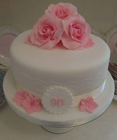 Julie P - these flowers on the top of the last cake birthday cake, use green for the bottom, blush roses Más Cake Icing, Fondant Cakes, Cupcake Cakes, Cupcakes, 90th Birthday Cakes, Birthday Cakes For Women, 90 Birthday, Wedding Cake Roses, Rose Cake