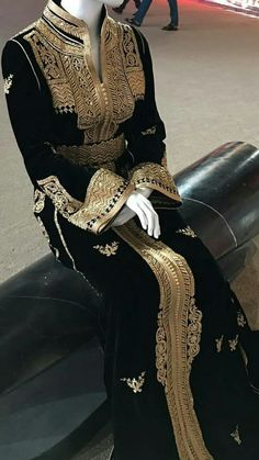 Morrocan Dress, Moroccan Caftan, Arab Fashion, Royal Fashion, Fashion Fashion, Vintage Fashion, Traditional Fashion, Traditional Outfits, Smart Casual Women