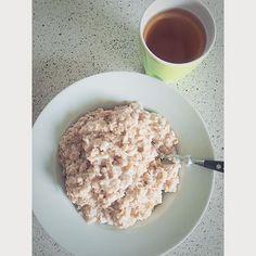 """""""Endnu en sund dag! Havregrød til frokost med vanilje proteinpulver i også en lille glas æblejuice kan jeg godt lige drikke! #fitness #abs #fat #havregrød #bodylab #apple"""" Photo taken by @_bast___ on Instagram"""