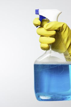 8 Common Cleaning Mistakes to Avoid (Mistake lemon juice and vinegar are too acidic and will permanently dull marble and other natural surfaces; vinegar in gal water is fine for removing soap scum from fiberglass tubs, ceramic tile and showerheads. Cleaning Recipes, Diy Cleaning Products, Cleaning Solutions, Cleaning Hacks, Cleaning Companies, House Cleaning Services, Clean Baking Pans, Professional Carpet Cleaning, Home Fix