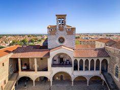 Visiter le Pays Catalan, mes 11 lieux insolites - Blog Kikimag Travel Formation Photo, Les Cascades, Saint Martin, Le Palais, Notre Dame, Mansions, House Styles, Building, 31 Mai