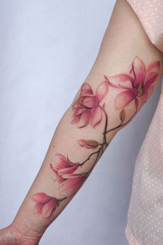 Love these tattoos by Toronto artist Jessica Chen (the first three especially). See more images below. … Natur Tattoo Arm, Natur Tattoos, Nature Tattoo Sleeve, Tribal Sleeve Tattoos, Colour Tattoo For Women, Color Tattoo, Pretty Tattoos, Beautiful Tattoos, Flower Tattoo Designs
