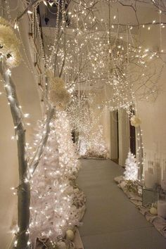 25 Wonderful Winter Wonderland Christmas Decorating Ideas Entering December, the Christmas atmosphere begins to feel. In order to enliven the Christmas atmosphere of Houses and offices will begin to be decorated with beautiful Christmas themes. Christmas Balls, Christmas Wedding, Winter Christmas, Christmas Themes, Christmas Lights, Christmas Vacation, Christmas Cactus, Christmas Island, White Christmas Decorations