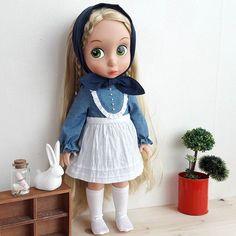 True love♡ . #disney #disneybabydoll #rapunzel #tangled #kidult #handmade #dollstagram #dolldress #hobby #toy #naturalism #베이비돌 #베이비돌라푼젤 #베이비돌옷 #베이비돌의상 #인형스타그램 #핸드메이드 #취미 #키덜트 #린넨 #사진 #일상 #덕후 #미싱 #내추럴