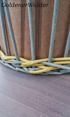 """Плетение из газетных трубочек: Узор """"крестики"""" одинарной трубочкой внутри. Нечётное количество. Круглая форма. Newspaper Crafts, Diy Home Crafts, Crafty, Quilts, Home Decor, Furniture, Craft, Newspaper, Hampers"""