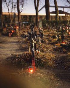 Cemetery of the Nameless  #nachtsamfriedhof #friedhof #wien #vienna #simmering #1110wien #austria #igersvienna #igersaustria #zombies #viennabynight #cemetery #graveyard #viennaatnight #urbex #streetphotography #agameoftones #moodygrams #moody #latenightvienna #photowalk #nightwalk #visitaustria #visitvienna #wienliebe #1000thingsinvienna #sonyalpha #sonyalpha7 #inlovewithvienna Visit Austria, Vienna Austria, Vienna At Night, Alpha 7, Photo Walk, Zombies, Cemetery, Street Photography, Country Roads