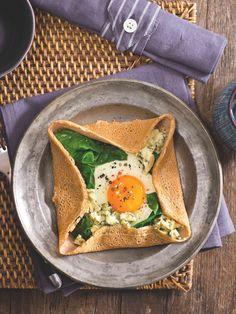 Galetka je palačinka z pohankové mouky. Stejně jako sladkou palačinku i slanou variantu můžete naplnit čímkoli, co máte rádi. Breakfast Snacks, Avocado Toast, Ethnic Recipes, Food Ideas