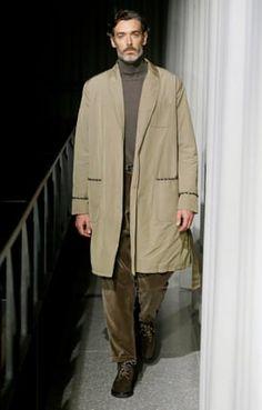 Classy in brown and beige: Oliver Spencer. Fashion For Men Over 60, Stylish Men Over 50, Older Mens Fashion, 60 Fashion, Classic Fashion, Well Dressed Men Over 50, Oliver Spencer, Winter Fashion Boots, Men Style Tips