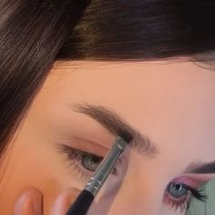 How to make daily eyebrow and eye makeup - Makeup Techniques Eyeliner Make-up, How To Do Winged Eyeliner, Eyeliner For Hooded Eyes, Winged Eyeliner Stamp, Winged Eyeliner Tutorial, Eyeliner Looks, Eyebrow Makeup, Eyebrows, Beauty Makeup