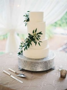 Pretty white wedding cake with ivy: http://www.stylemepretty.com/2015/03/05/soft-outdoor-wedding-with-southern-charm/   Photography: Julie Cate - http://juliecate.com/
