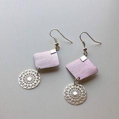 Boucles d'oreilles roses en capsule de café nespresso et avec une estampe ronde en métal argenté