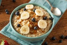 Swap your breakfast cereal for a bowl of oatmeal, and you just may see the pounds disappear. A recent study found that those who ate oatmeal instead of cereal The Oatmeal, Oatmeal With Fruit, Oatmeal Diet, Fiber Diet, High Fiber Foods, Slow Cooker Breakfast, Breakfast Bowls, Breakfast Ideas, Breakfast Dishes
