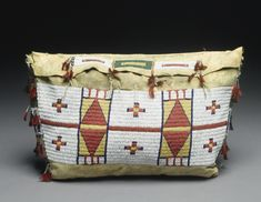 Cheyenne Beaded Hide Possible Bag Native American Regalia, Native American Crafts, Native American Artifacts, Native American Beadwork, American Indian Art, Indian Beadwork, Native Beadwork, Beaded Purses, Beaded Bags