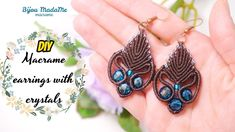 I had so many requests for this model that there was no way I could reject. So here it is, my crystal macrame earrings tutorial. Macrame Earrings Tutorial, Earring Tutorial, Bracelet Tutorial, Crochet Earrings, Macrame Jewelry, Crystal Jewelry, Macrame Knots, Pearl Jewelry, Wedding Jewelry