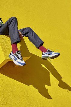 PUMA CELL Venom - Le retour d'une classique à la technologie emblématique Aesthetic Photo, Aesthetic Pictures, Portrait Photography, Fashion Photography, Art Reference Poses, Editorial Fashion, Fashion Shoes, Men's Fashion, Vintage Fashion