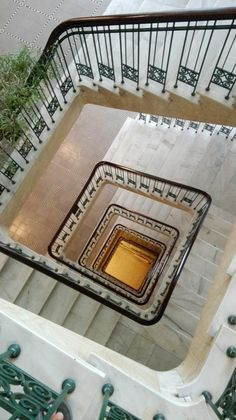 HAMBURG - Treppenhaus  Öffentliche Rechtsauskunft -und Vergleichsstelle