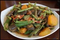 Pinakbet Filipino Food Image via pinoygreenacademy. Filipino Dishes, Filipino Recipes, Filipino Food, Asian Recipes, Yummy Vegetable Recipes, Healthy Recipes, Pinakbet Recipe, Healthy Cooking, Cooking Recipes
