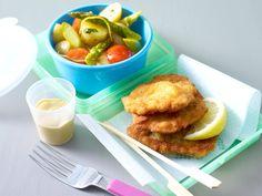 Snacks für Picknick und Radtour Kartoffelsalat und Schnitzelchen