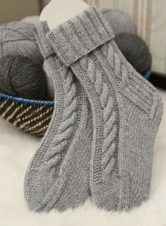 Fair Isle Knitting Patterns, Knitting Stitches, Knitting Designs, Knitting Socks, Baby Knitting, Knitted Hats, Crochet Bedspread Pattern, Knit Cardigan Pattern, Funky Socks