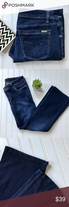 """WHBM boot cut jean 6S Boot cut jeans from WHBM. Classic 5 pocket styling, crystal rivet accents on pockets, subtle whiskering and fade on thighs, zip/button closure. Low rise. Size 6S. Excellent condition. 73% cotton 14% rayon 11% polyester 2% spandex. Approx measurements, waist 16"""", hip 18"""", rise 8"""", inseam 28"""". White House Black Market Jeans Boot Cut"""