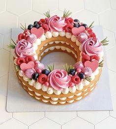 Cupcakes, Cupcake Cakes, 15th Birthday Cakes, Cake Story, Beautiful Cake Designs, Minnie Cake, Creative Cake Decorating, Kolaci I Torte, Number Cakes