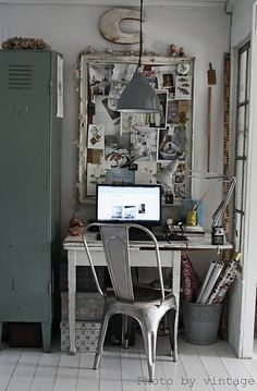 I just like this desk space