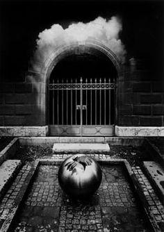Jerry Uelsmann - Untitled, 1983
