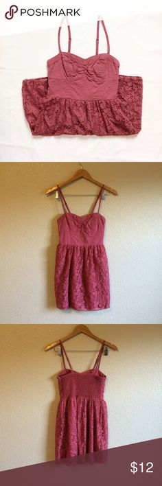 AEO • Tunic This tunic length top has pretty lace detail. American Eagle Outfitters Tops Tunics