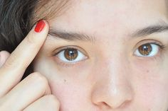 How to Prevent Eyebrow Hair From Pointing Up
