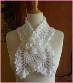 Crochet Free: Hi girls! Beautiful yarn scarf decorated with a flower in the center, loved hope you enjoy. Crochet Scarves, Crochet Shawl, Crochet Clothes, Knit Crochet, Crochet Fabric, Crochet Sweaters, Crochet Accessories, Bridal Accessories, Crochet Crafts