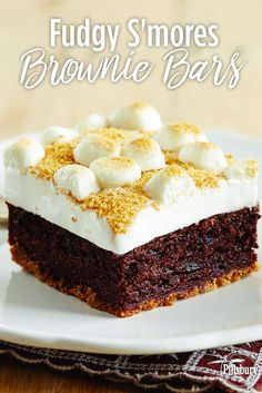 Bring the taste of the campfire inside with this recipe for Fudgy S'mores Brownie Bars.