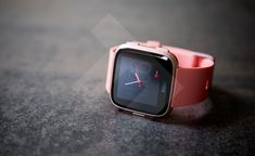 Hi guys, Amy here with a review of the brand new and amazing Fitbit Versa.